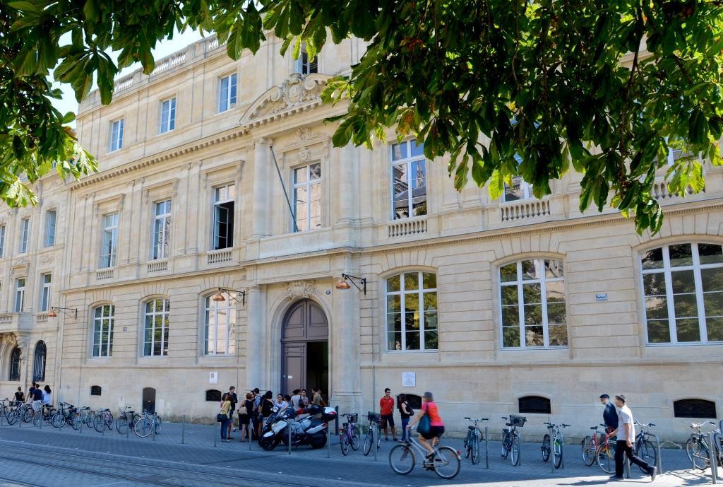 PJJ_facade_universite_de_Bordeaux.jpg